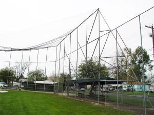 320-COM-chain link fence @ Baseball field