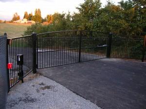 285-COM-Gate with gate operator