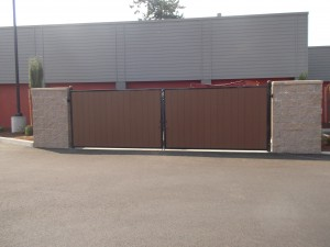 283-COM Iron frame gate with composit wood, Panera Bread, Salem, Oregon