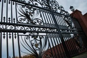 242 custom entry gate w/gate operator, Silverton, Oregon