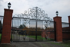 241 custom entry gate w/gate operator, Silverton, Oregon