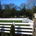 185: 4-rail vinyl fence