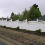 184: White vinyl fence w/lattice