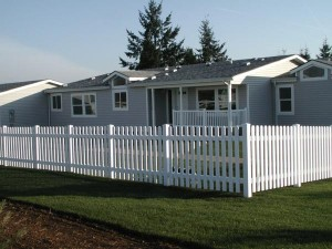182: Pickett white vinyl fence