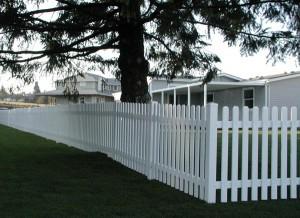 181: Pickett white vinyl fence