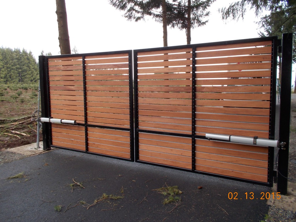 Commercial Fencing - Gates - Railing | Outdoor Fence