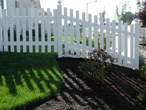 335-vinyl residential picket fence